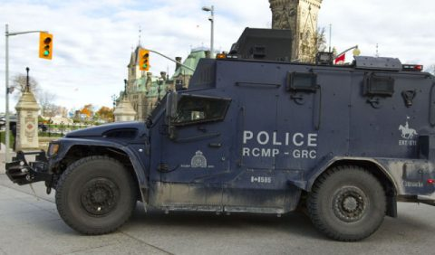 armed-siege-of-government-of-Canada-640x376